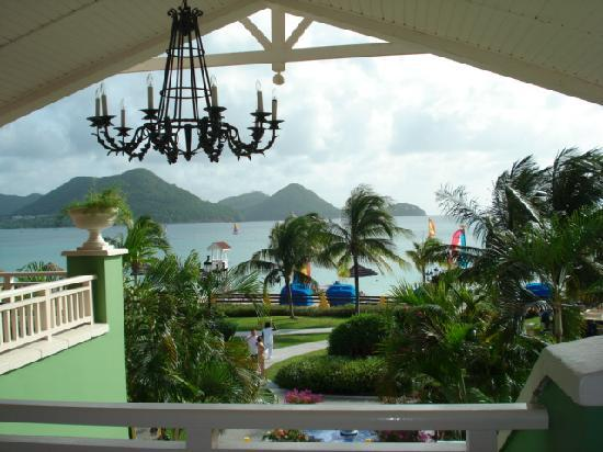 Sandals Grande St. Lucian Spa & Beach Resort: looking out from the lobby
