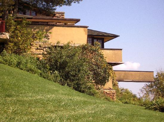 Taliesin Preservation : Approaching Frank Lloyd Wright's home