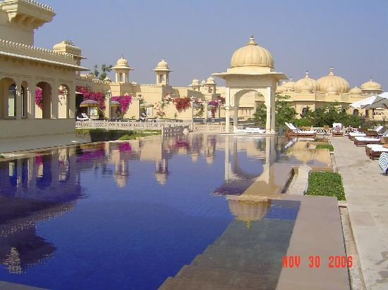 The Oberoi Udaivilas: Pool near the spa