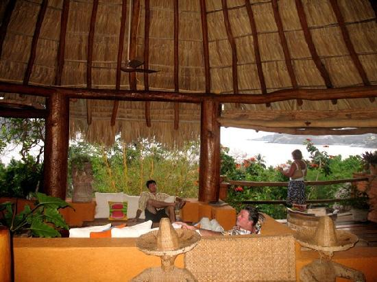 La Quinta Troppo: The Lobby/ Living Room