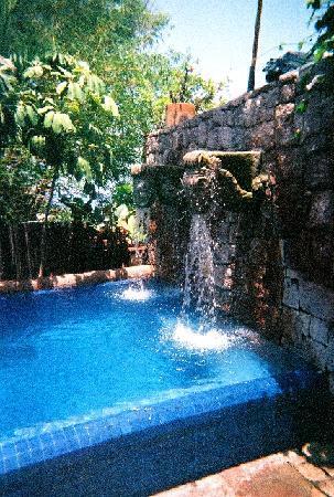 La Quinta Troppo: The Pool Fountain