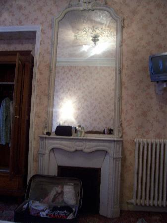 Hotel d'Argenson: the mirror/old fireplace.