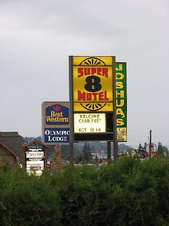Super 8 Port Angeles: Road Signs