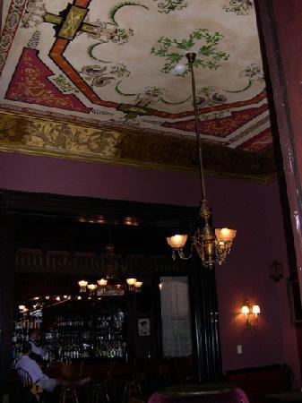 Columns Hotel: The Columns: bar