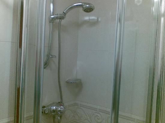 Gwesty'r Marine Hotel: Shower Cubicle - tap was a bit fiddly.