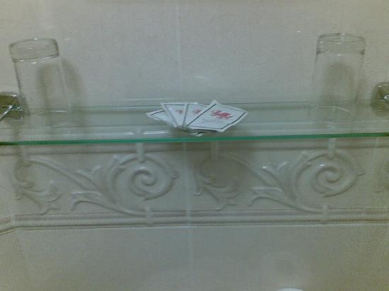 Gwesty'r Marine Hotel: Shampoo and soap sachets were provided.