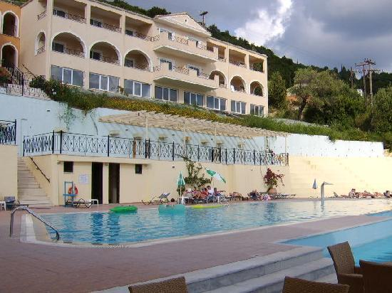 Miramare Beach & Spa Corfu: Pool area with upper hotel