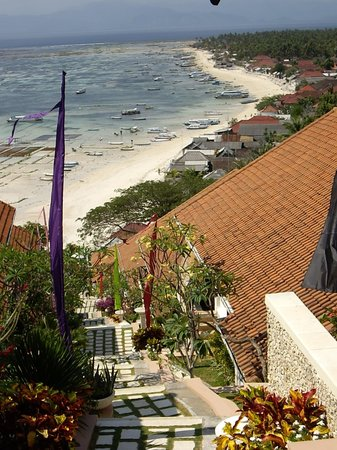 Nusa Lembongan, Indonésie : The amazing view from the top stairs of the villa complex