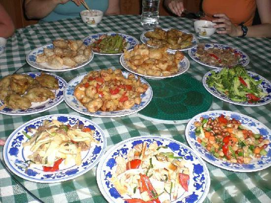 Yangshuo Culture House: The evening meal (and there were more dishes yet to come!)