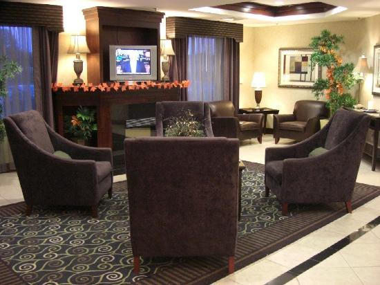 Holiday Inn Express Tower Center New Brunswick: Additional Lobby Area