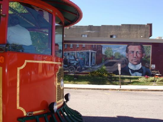 Cuba, MO: Model T Mural