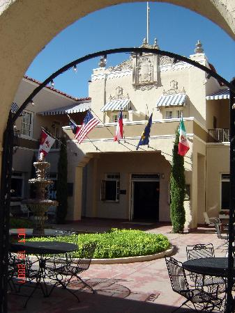 The Hotel Paisano: Courtyard