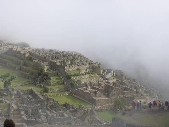 Santuario Historico de Machu Picchu: Sunrise at Matu Pictu on a foggy morning