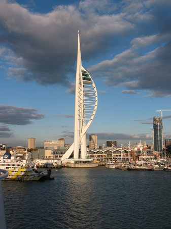 Portsmouth, UK: Spinnaker Tower on the way into the Harbor