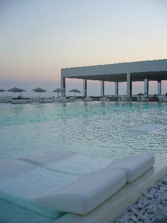 Belek, Türkei: View on pool with bar in the back