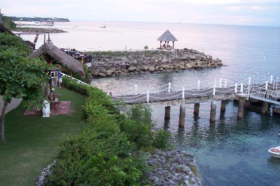 Shangri-La's Mactan Resort & Spa: Pier & water sport rental area