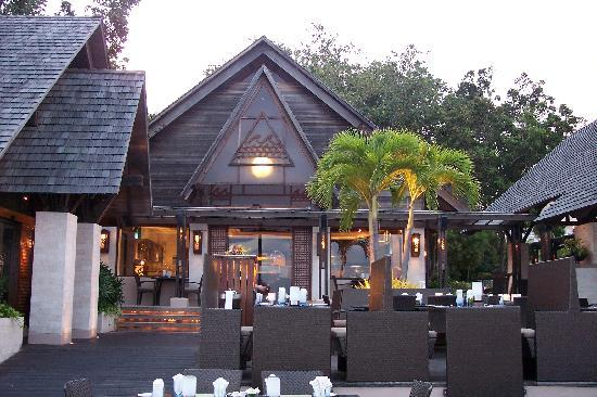 Shangri-La's Mactan Resort & Spa: Waterfront fine dining restaurant