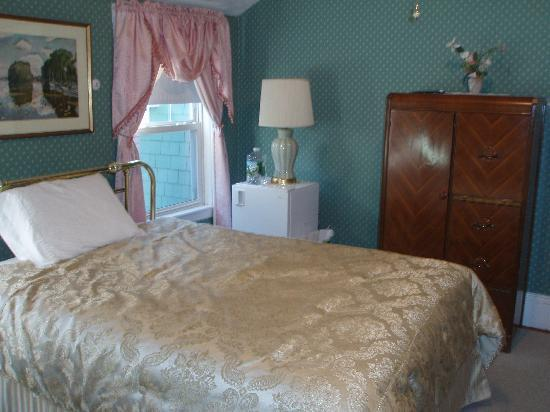 Coolidge Corner Guest House: the bed, fridge and closet
