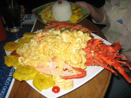 Hotel Baja Montanita: Fantastic spiny lobster dinner at the Karukena Bar in town