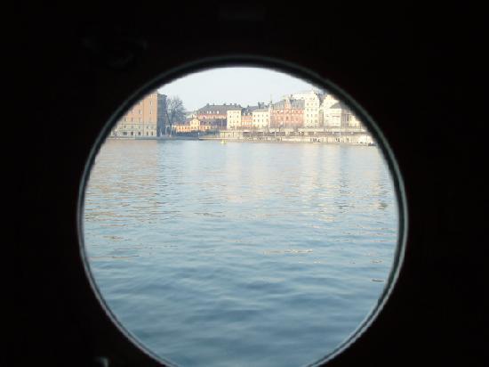 ذا ريد بوت: The view from the cabin's 'window'