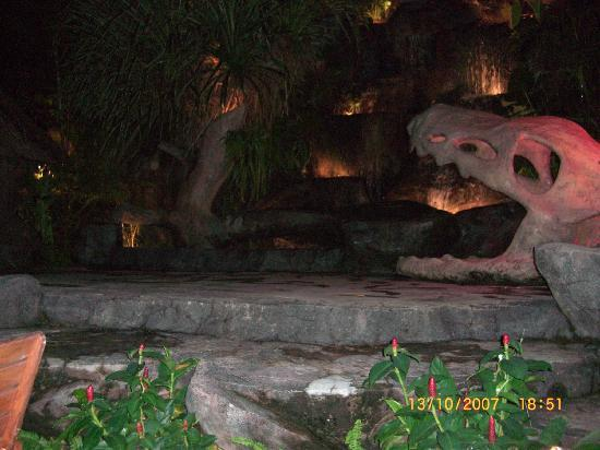 Kata Beach : Dino Bar- Kata centre