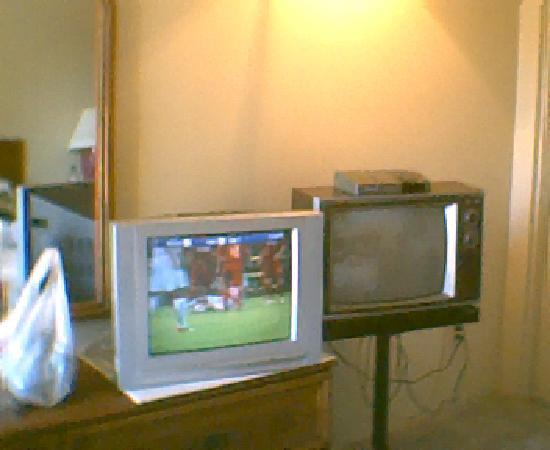 The Olympia Motel: two televisions