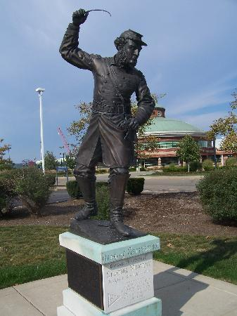 Erie, PA: Statue outside of museum complex