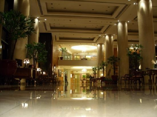 Park Tower: lobby from door