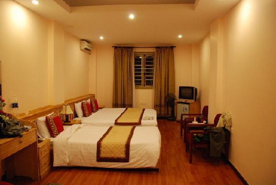 Rising Dragon Hotel: Big & clean room