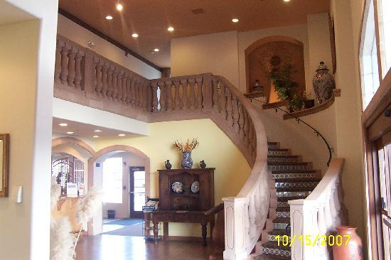 The Inn at Rolling Hills: Lobby Stairway