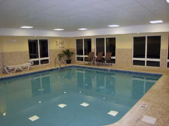 Hampton Inn & Suites Greenfield: Pool