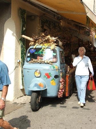 Argeles-sur-Mer, Francia: fruit market, Argeles sur Mer ville