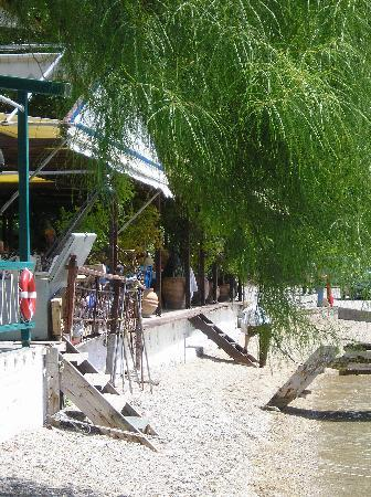 Agnondas Beach : Maybe some of the best fish tavernas in Greece