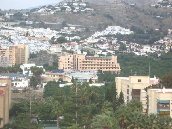 Hotel Victoria Playa: Victorai playa ( centre) seen from Almunecar castle