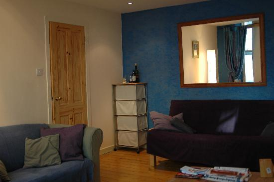 21/10 Blair Street: sitting room