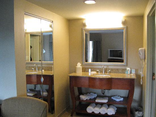 Hampton Inn & Suites North Conway: beautiful vanity