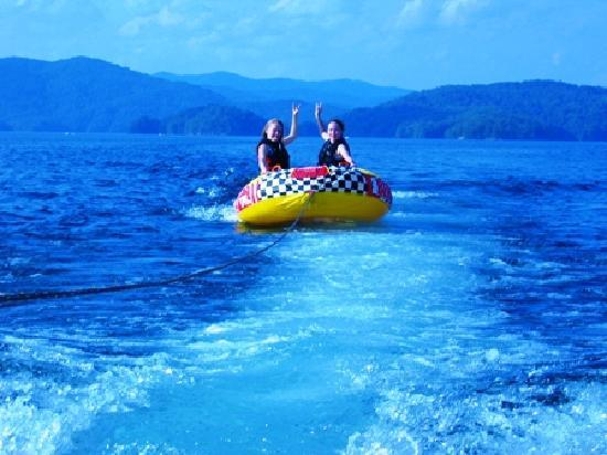 Salem, Carolina Selatan: Tubing on Lake Jocassee SC