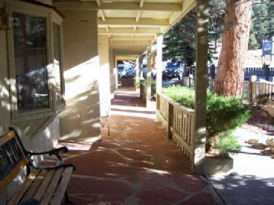 Deer Crest Resort: Porch along the front of the west building where the suites are.