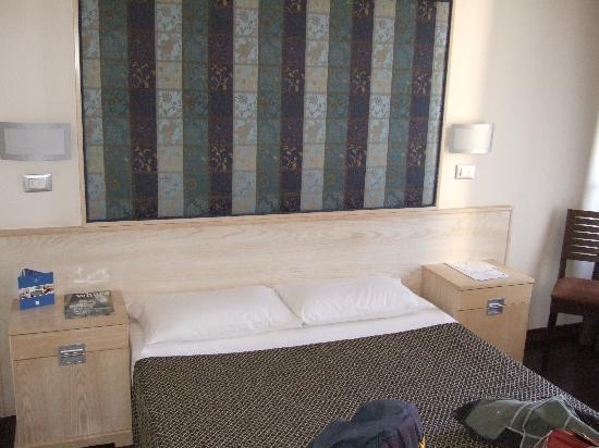 Saint Paul Hotel: Foto de la cama de matrimonio, comodisima