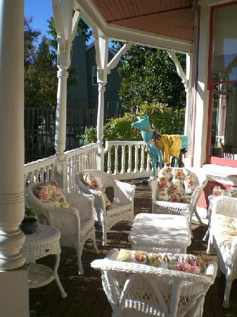 Swan Levine House : Front Porch