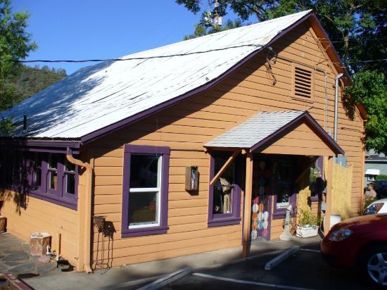 River Rock Inn : the deli