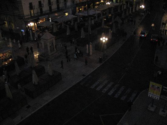 Bed & Breakfast Piazza Erbe: view from bedroom window