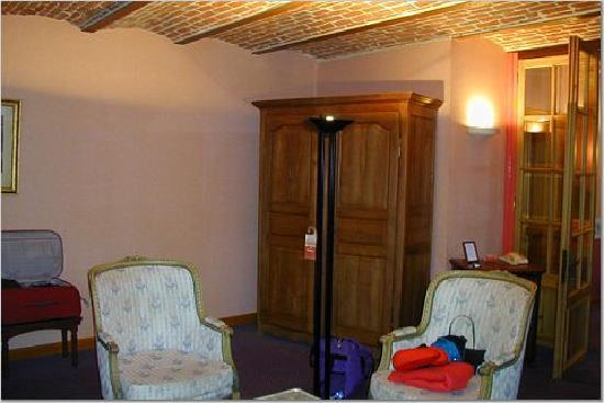 La Howarderie Hotel : Front Portion of one of the Bedrooms