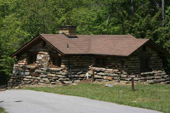 Jamestown, เทนเนสซี: A typical cabin at Pickett State Park