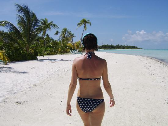 Meeru Island Resort & Spa : me on the beach near the 200's