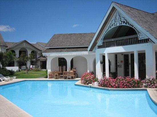 Cilaos, Reunión: piscine (ils nettoyaient la terrasse à ce moment la!!)