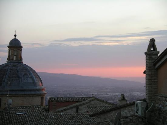 Hotel Restaurant Pallotta Assisi: sunset view from our room