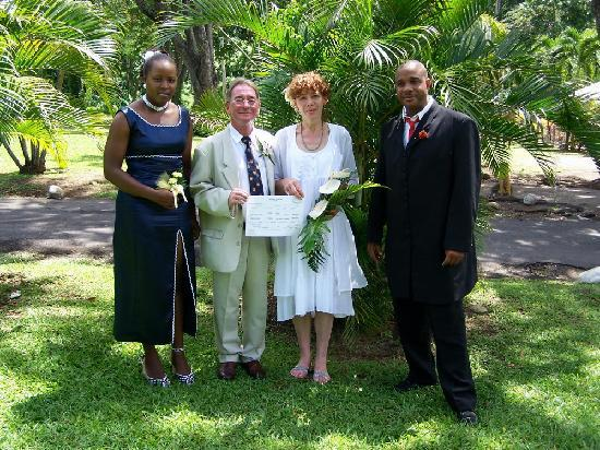 Pepper's Cottage: Harriet and Nigel, just after getting married in the Botanical Gardens, Roseau, Dominica