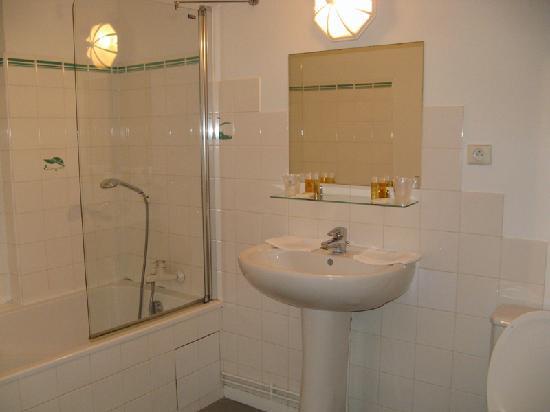 Chateau Colbert: bathroom