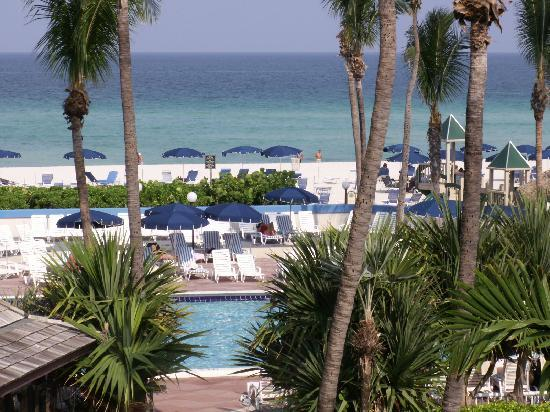 Golden Strand Ocean Villa Resort: Pool